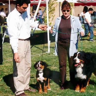 Angelo y su hija Abby, ganadora de tres primeros lugares como cachorra